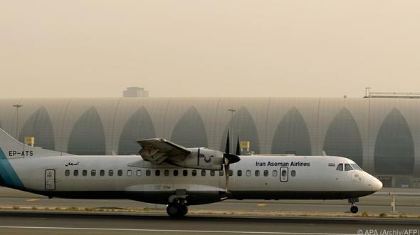 Iranisches Passagierflugzeug abgestürzt - 66 Tote