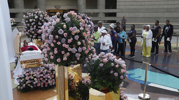 Aretha Franklin: Die Füße ihres Leichnams sind überkreuzt