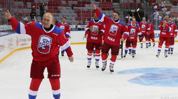 Putin winkte den Eishockey Fans