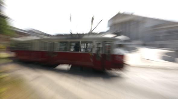 18-Jähriger wird von Straßenbahn überrollt und stirbt