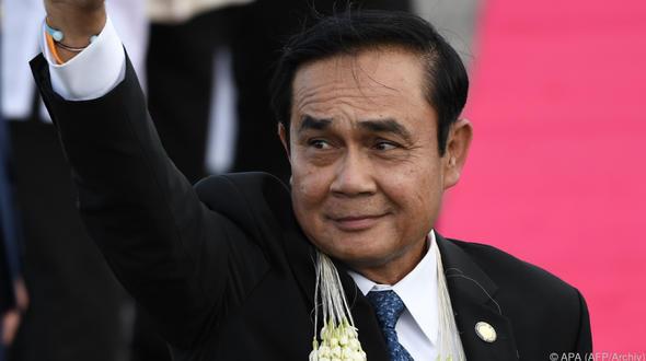 Thailändischer Premier weicht Journalisten mithilfe seiner eigenen Pappfigur aus