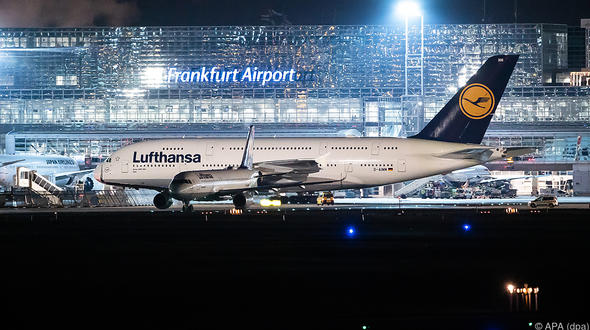 Flughafen Leipzig/Halle: Sicherheitspersonal streikt - Einschränkungen für Reisende