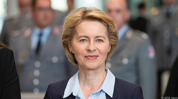 Großer Zapfenstreich: Bundeswehr verabschiedet von der Leyen