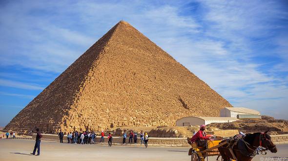 Aufreger: Bild von nacktem Paar auf der Cheopspyramide