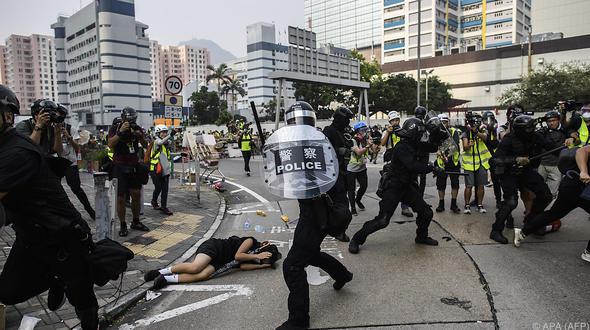 Hongkong : Schwere Zusammenstöße zwischen Polizei und Demonstranten