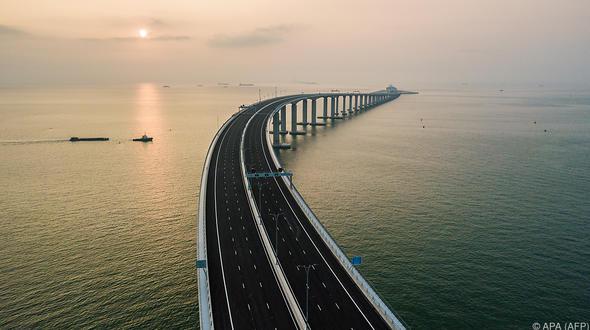Kilometer: China weiht längste Meeresbrücke der Welt ein