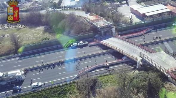 Brücke auf Autobahn eingestürzt - Zwei Tote in Norditalien