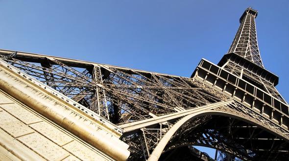 Eiffelturm wegen Kletterer gesperrt
