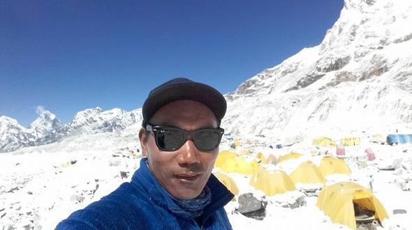 Leute: Nepalesischer Sherpa besteigt Everest 22 Mal