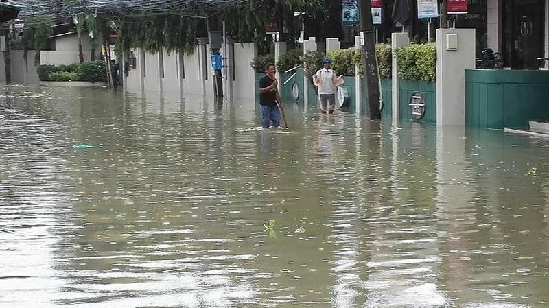 """Überflutungen auf Koh Samui: """"Zu Fuß kommt man nicht weit"""""""