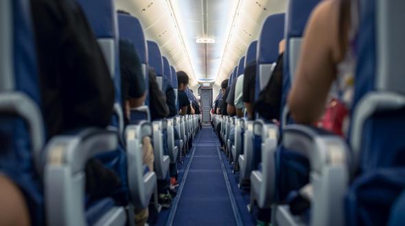 Passagiere müssen 16 Stunden in kaltem Flugzeug bleiben