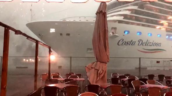 Neue Beinahe-Katastrophe mit Kreuzfahrtschiff in Venedig - Überregionales