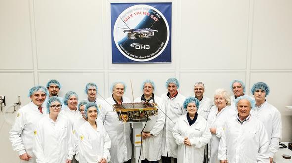 Voraussetzung für den erfolgreichen Bau des Satelliten ist eine gute Teamarbeit – mit Partnern im In- und Ausland.