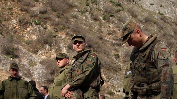 http://stol.it/var/ezflow_site/storage/images/media/images/bildverwaltung/artikel_politik_im_ueberblick_politik/deutsche-bundeswehr-verliert-angeblich-100.000-soldaten/3845107-1-ger-DE/Deutsche-Bundeswehr-verliert-angeblich-100.000-Soldaten_artikelBox.jpg