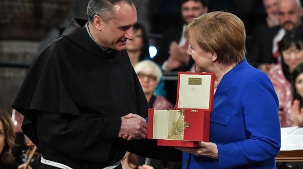 Merkel erhält Preis des Franziskanerordens - und wirbt in Assisi für den Frieden