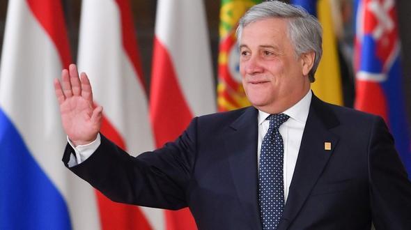 Make Up Stoel : Tajani setzt mit make up zeichen gegen gewalt