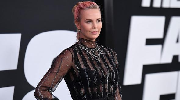 Charlize Theron: Zusätzliche Kilos machten sie depressiv