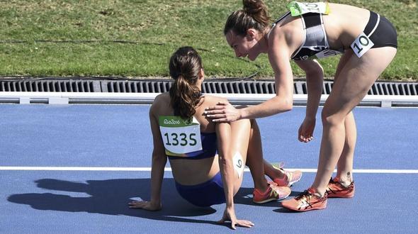 Drama bei 5000 Meter: Amerikanerin im Rollstuhl rausgefahren