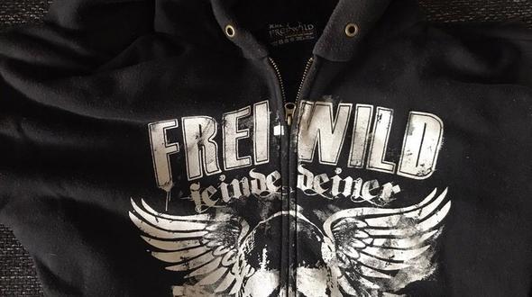 Zwei Männer wegen Frei.Wild-Jacke brutal niedergeschlagen