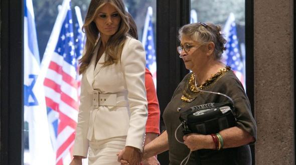 USA: Lady in Black: Melania im Schleier beim Papst