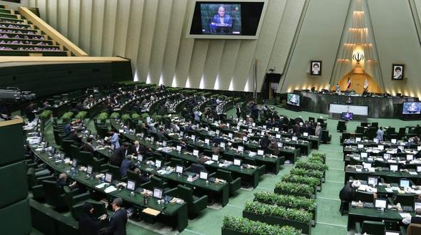 Schießerei in iranischem Parlament und Chomeini Mausoleum
