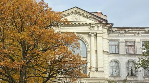 Teile eines Universitätsgebäudes in St. Petersburg eingestürzt