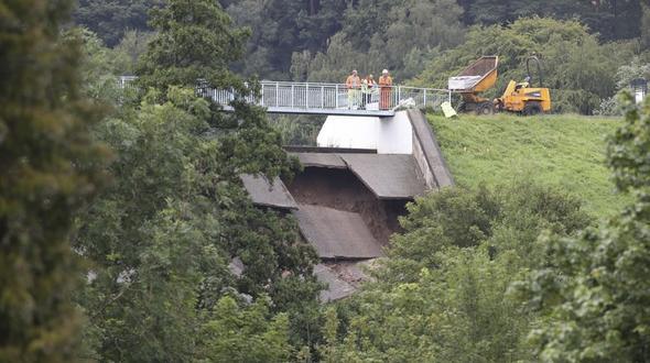 Damm im Norden Englands droht zu brechen