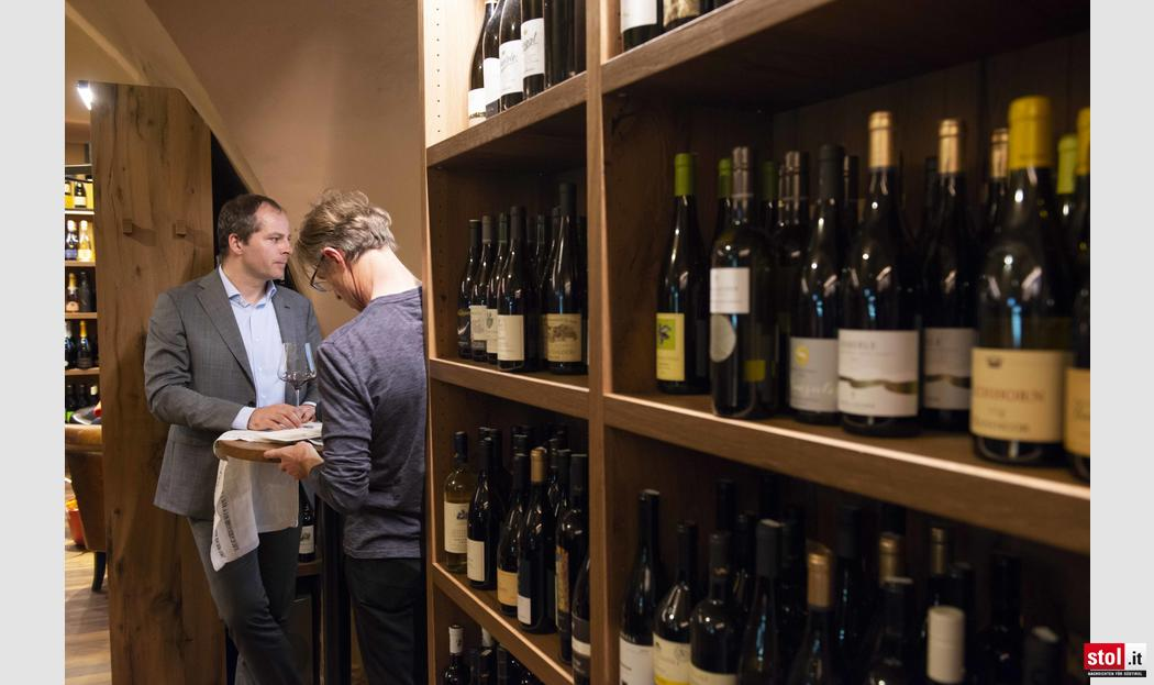 Speckaperitivo in der wineboutique lisa in bozen for Boutique hotel bozen